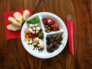 Proscuitto/Mozzarella/Kappern/Pesto/Tomatenmus